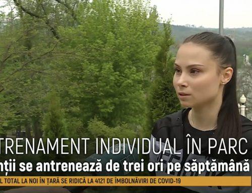 Sport pe timp de pandemie. Antrenorii au ieșit în parc și fac antrenamente individuale.